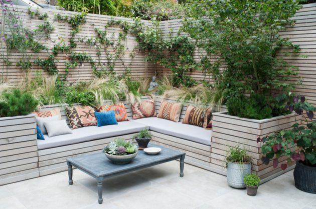 Диван для отдыха в саду