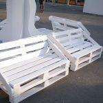 Белые скамьи из поддонов
