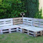 Простые скамейки из паллет