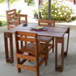 Гарнитур из стола и стульев из паллет