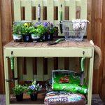 Садовый столик из паллет под цветы