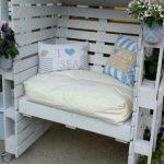 Крытый диван из паллет