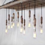 Светильник с лампочками из паллет
