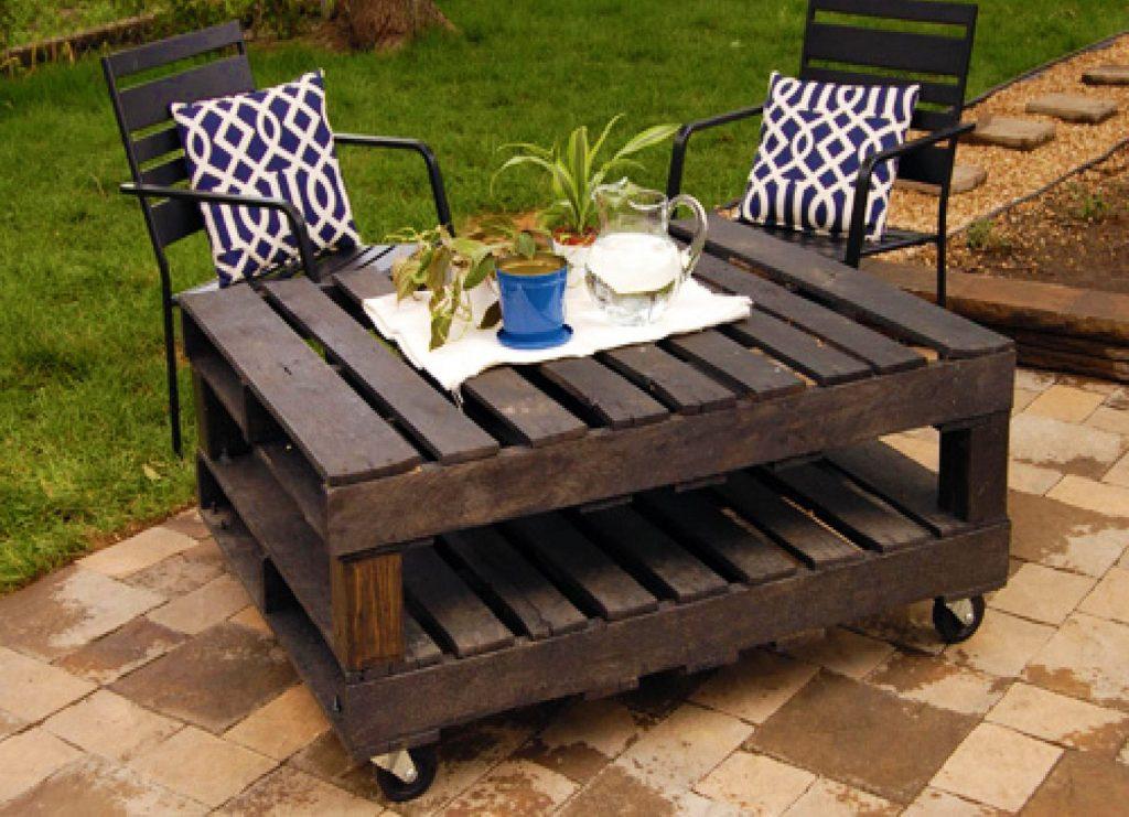 садовый столик на колесах