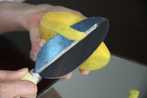 Нож для чистки манго