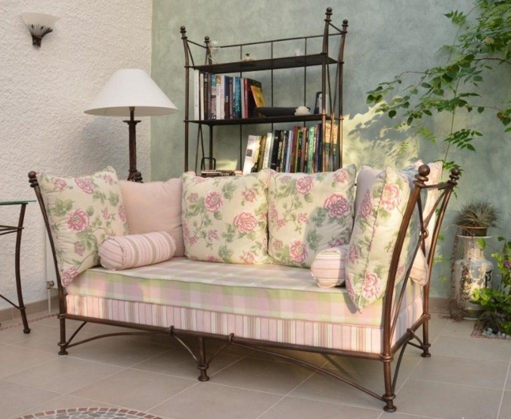 диван в стиле прованс