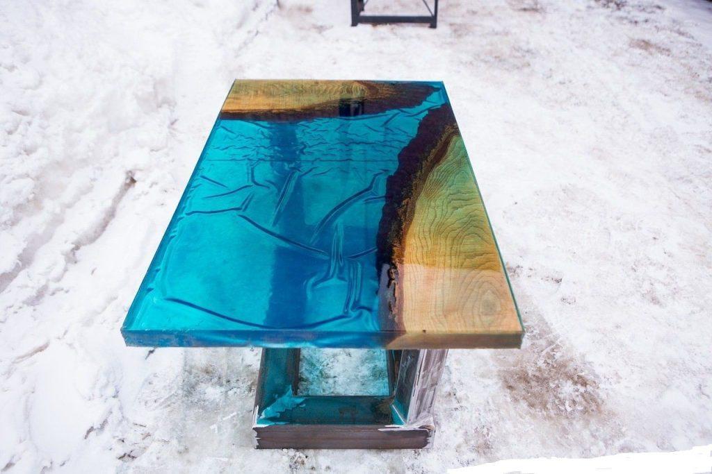 стол с имитацией льда