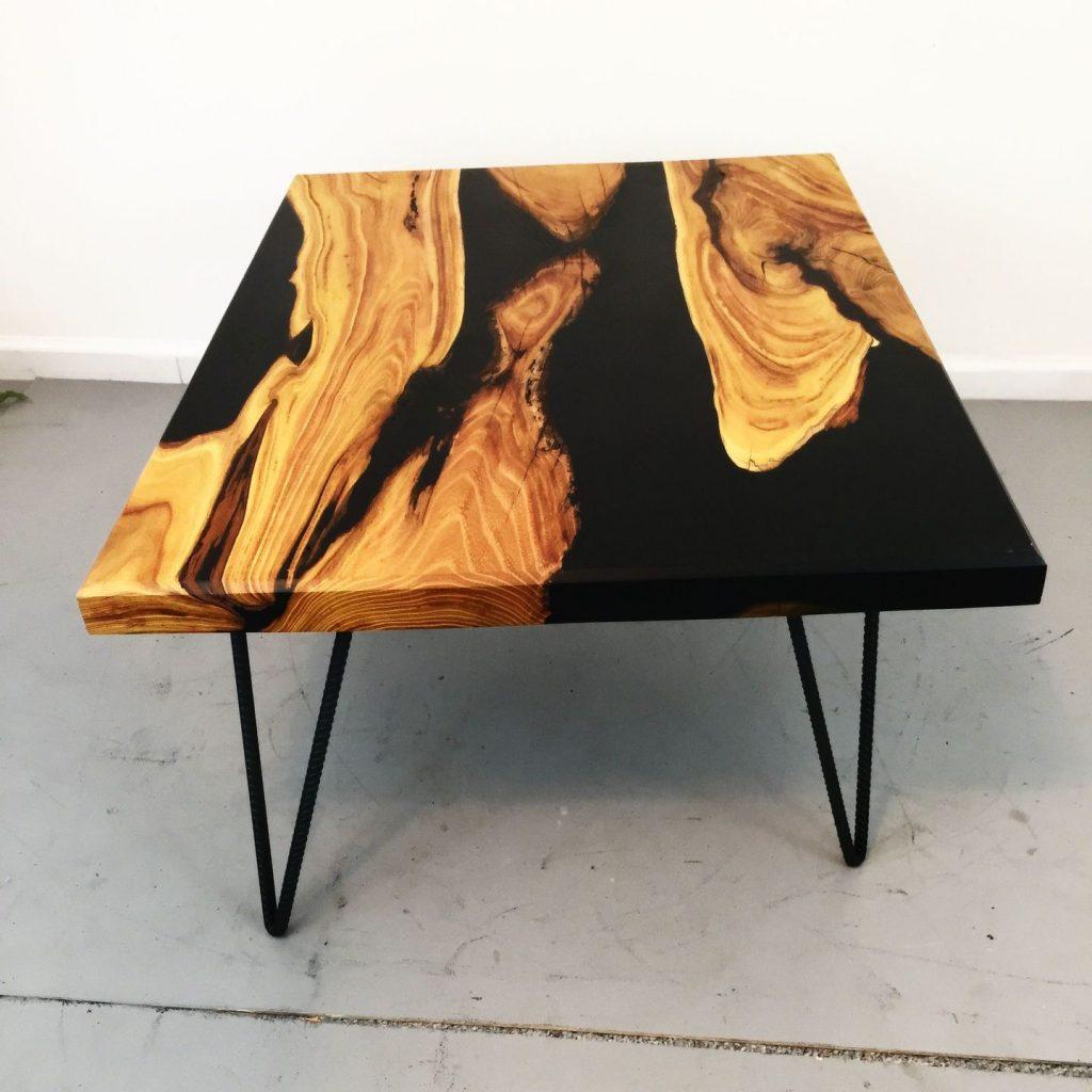 стол с черной смолой