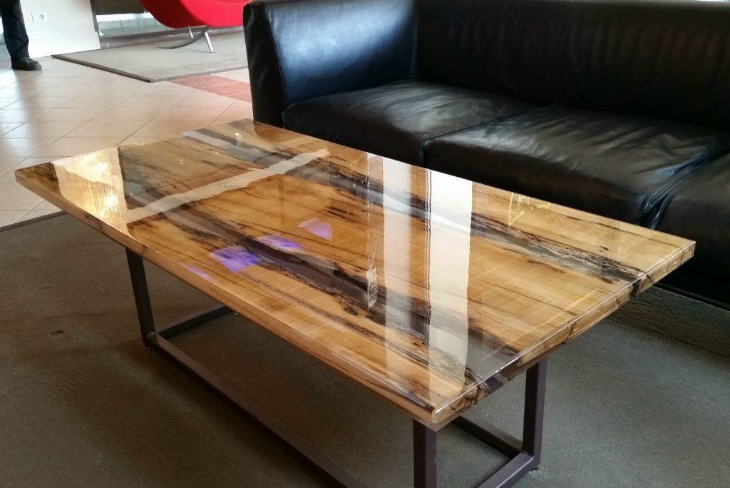 классический стол с эпоксидкой