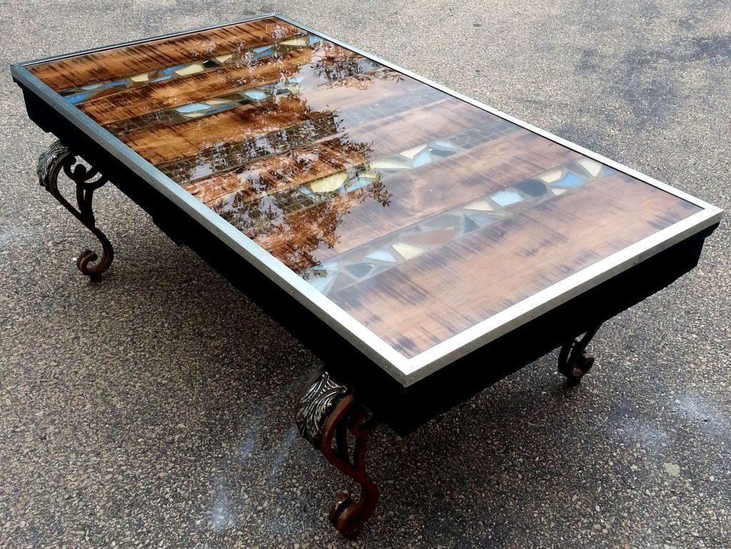 стол из прямых досок и эпоксидки