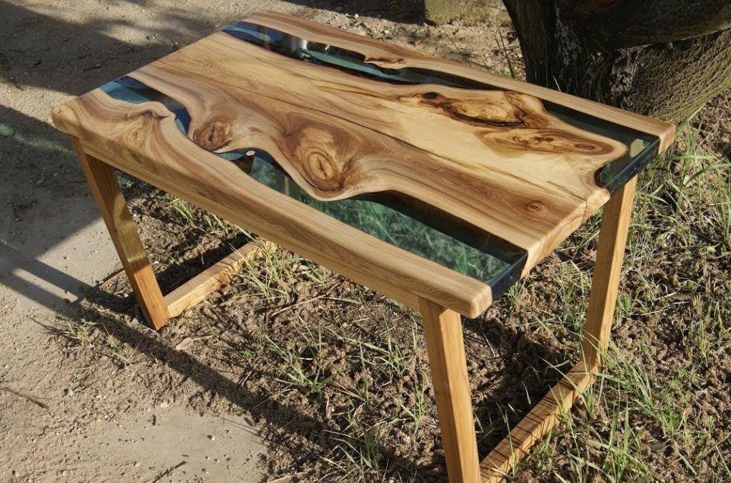 стол с имитацией двух рек