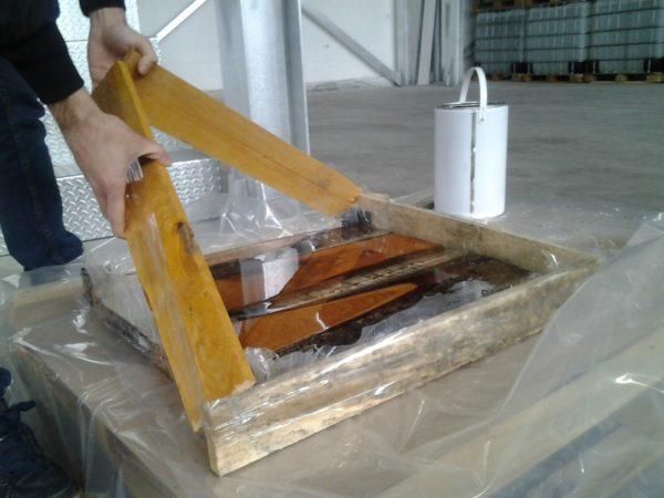 Деревянная рамка для столешницы