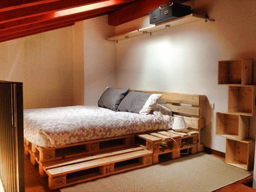 кровать из поддонов со ступенькой