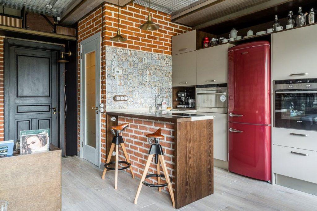 кирпичная барная стойка и стена