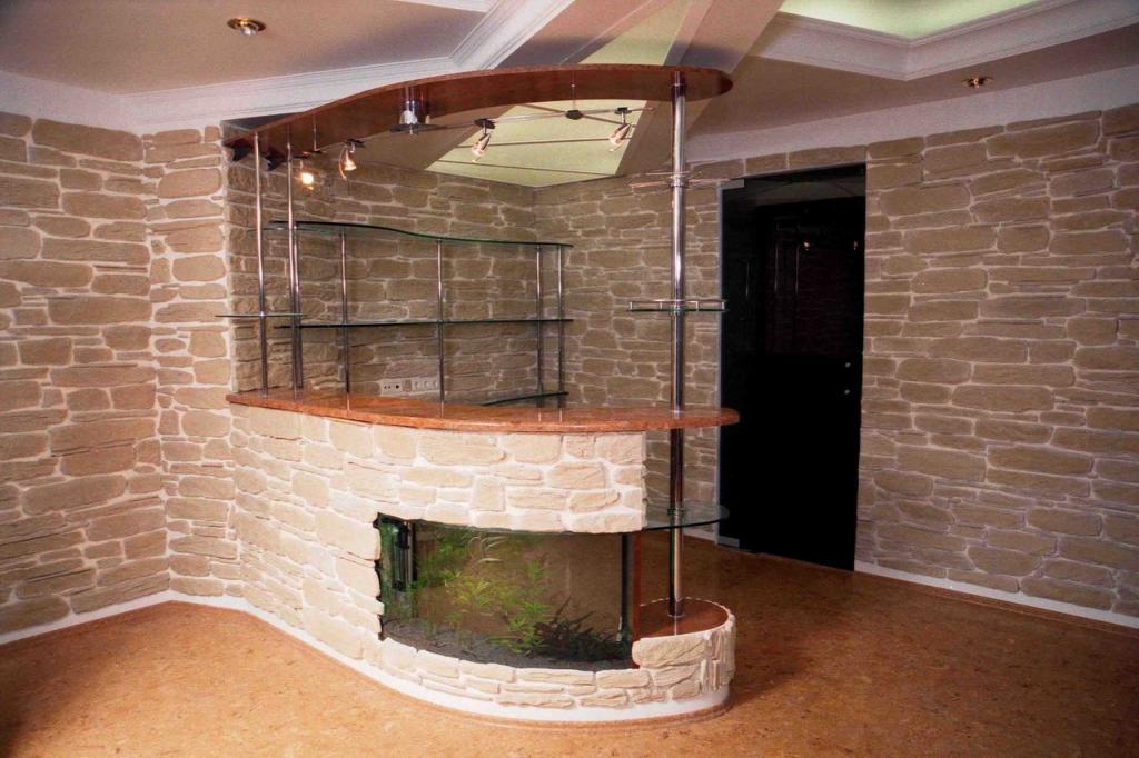 полукруглая барная стойка с аквариумом