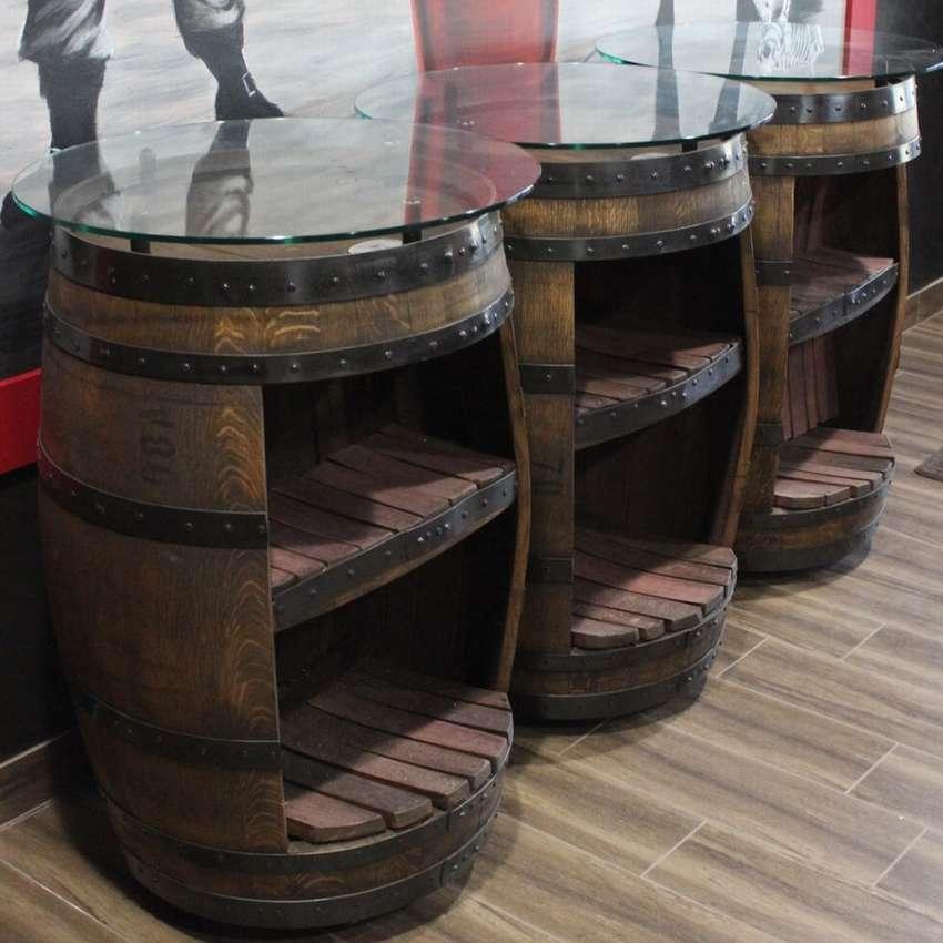 три барных столика из бочек