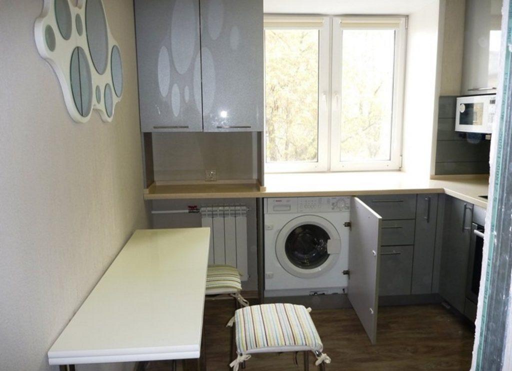 Расположение стиральной машинки под окном