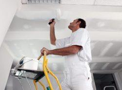 Покраска является одним из самых простых и распространенных способов оформления потолка