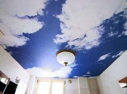 Натяжной потолок с рисунком звездного или просто голубого неба, вне всяких сомнений не оставит равнодушным ни вас, ни ваших гостей