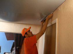 Весь технологический процесс по демонтажу пленочного потолка следует осуществлять в обратном порядке работ по установке натяжных конструкций