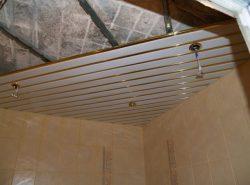 Благодаря своей популярности и неповторимому внешнему виду, металлические подвесные потолки широко используются для отделки офисов и жилых помещений