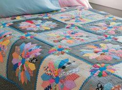 Лоскутное одеяло в технике пэчворк можно изготовить самостоятельно, при этом аксессуар придаст интерьеру уют и самобытность