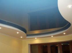 Подвесные конструкции скрывают дефекты потолочных перекрытий и придают помещению нарядный вид