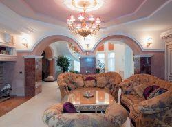Потолок из гипсокартона придаст особый шик интерьеру, сделает помещение уютным и колоритным