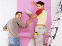 Оклеивание комнаты обоями - дело не сложное, но требующее определенных навыков и соблюдения правил