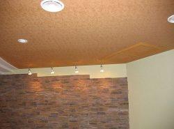 Основным преимуществом натяжного потолка является возможность получить идеально ровную поверхность