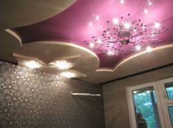 Подвесной потолок – это очень удобная и надежная вещь. При желании, любой стиль, будь то прованс, модерн, фьюжн или что-либо еще, можно совместить с натяжными потолками