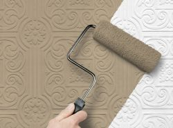 Покраска обоев дает возможность при минимальных затратах обновить интерьер помещения