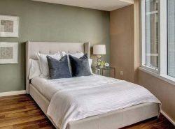 Большинство хозяев квартир выбирают в спальню кровать, второе место по спросу занимают диваны