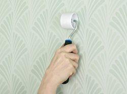 Чтобы правильно поклеить обои встык, необходимо использовать специальные инструменты и качественный клей