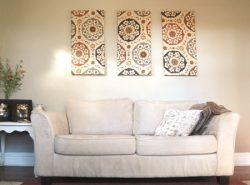 Картина, выполненная из обоев, позволит красочно оформить стены жилого помещения, станет оригинальным украшением интерьера