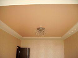 Оригинальный потолок станет ярким акцентом в любом помещении