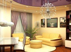 Натяжной потолок имеет массу преимуществ, благодаря чему все чаще при оформлении интерьера гостиной предпочтение отдается именно этому виду отделки