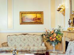 Правильно подобранная картина в гостиной станет частью интерьера и отлично подчеркнет его стиль