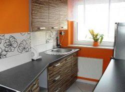 Обои на кухню необходимо правильно подбирать под стиль кухонной мебели