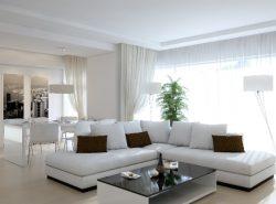 Гостиная в белом цвете - это изысканная комната с особым шармом