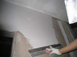 Шпатлевание – один из основных и крайне желательных этапов черновой отделки гипсокартонных поверхностей