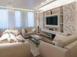 Гостиная, выполненная в бежевых тонах, хорошо смотрится как при искусственном, так и дневном свете