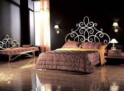 Кованая мебель красиво смотрится в комнате, лаконично дополняя дизайн помещения