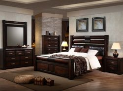 Мебель из массива дерева обладает отличными эстетическими качествами, в результате чего она способна преобразить интерьер любой спальни в лучшую сторону