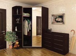 Угловые шкафы для прихожей очень функциональны, вместительны и не отнимают много места