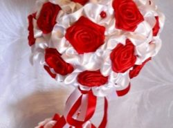 Красивый самодельный топиарий станет прекрасным подарком для любого праздничного мероприятия
