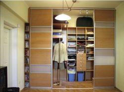 Встроенная гардеробная является самым современным и наилучшим вариантом для хранения одежды и обуви