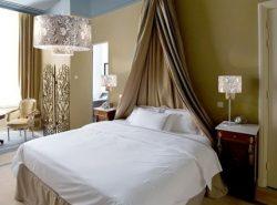 Настольная лампа - вещь необходимая, особенно для тех, кто привык читать книги перед сном