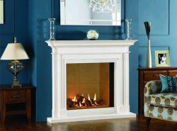 Стильно украсить интерьер гостевой комнаты можно оригинальным декоративным камином