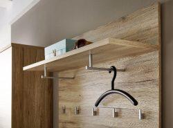 Вешалка - это удобная конструкция, которая служит не только местом для хранения вещей, но и является дополнительным украшением интерьера